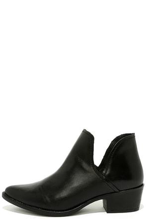 Steve Madden Austin Black Leather Ankle Booties at Lulus.com!