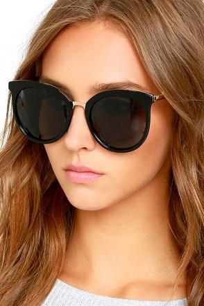 Looking Back Black Sunglasses at Lulus.com!