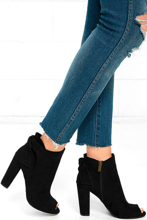 Ready to Stun Black Suede Peep-Toe Booties at Lulus.com!