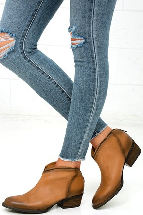 Very Volatile Sofia Tan Leather Ankle Booties at Lulus.com!