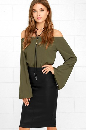 Hip Like Me Black Vegan Leather Pencil Skirt at Lulus.com!