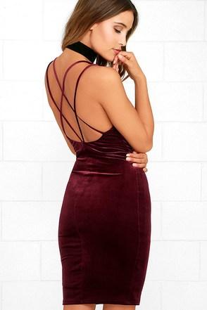 Wow-Worthy Burgundy Velvet Bodycon Dress 1
