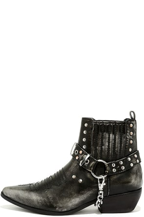 YRU Lasso Black Harness Ankle Boots at Lulus.com!