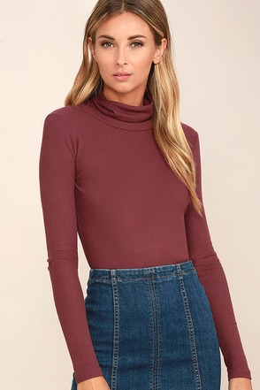 Cozy Den Washed Burgundy Turtleneck Top 1