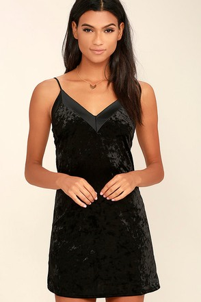 Velvet Portrait Black Bodycon Dress at Lulus.com!