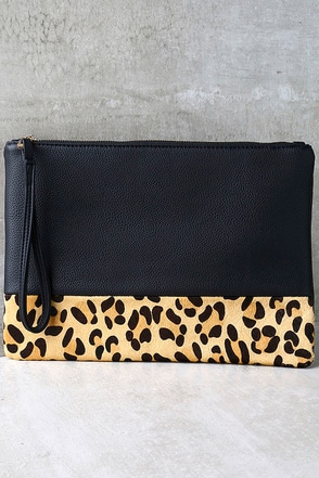 Spot-acular Black and Pony Fur Leopard Print Clutch at Lulus.com!