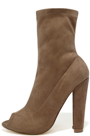 Kehlani Black Suede Peep-Toe Booties at Lulus.com!