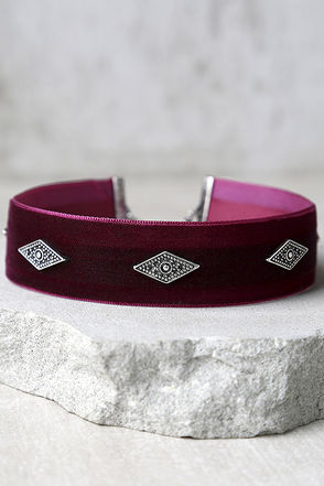 Book of Shadows Silver and Black Velvet Choker Necklace at Lulus.com!