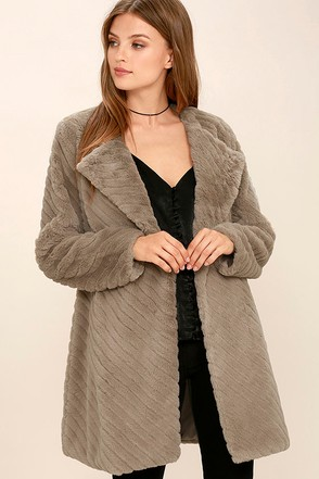 BB Dakota Winsford Taupe Faux Fur Coat at Lulus.com!