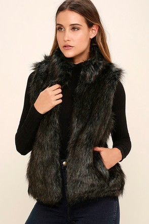 BB Dakota Colton Black Faux Fur Vest at Lulus.com!