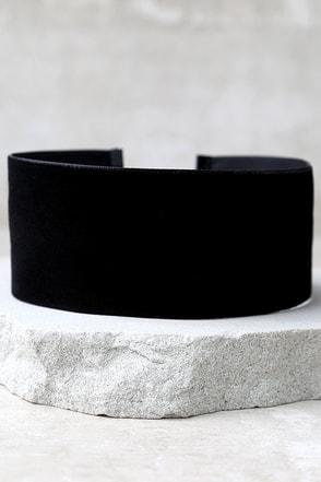 Far and Wide Black Velvet Choker Necklace at Lulus.com!