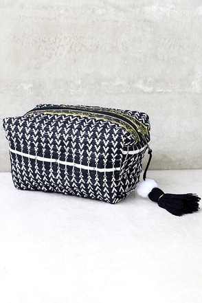 Worldly Explorer Navy Blue Print Makeup Bag at Lulus.com!