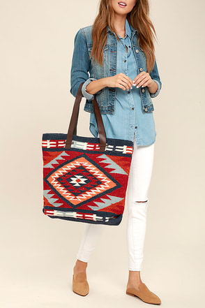 You're My Home Red Southwest Print Tote at Lulus.com!