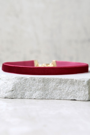 Days of Desire Burgundy Velvet Choker at Lulus.com!