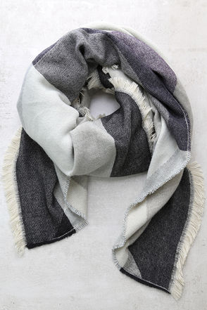 Down the Avenue Grey Print Scarf at Lulus.com!