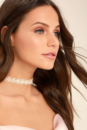 For Posh Sake Peach Lace Choker Necklace 1