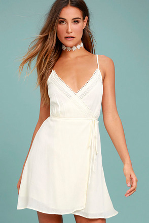 Bridal Shower Dresses and Engagement Dresses at Lulus.com