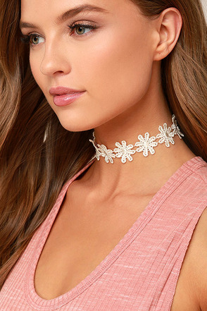 Daisy Daze White Lace Choker Necklace 1