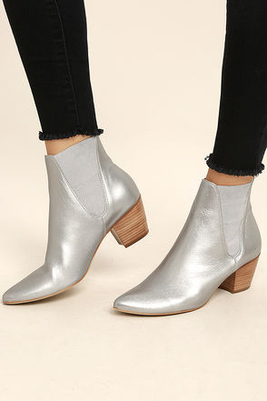 Amuse Society x Matisse Sass Silver Leather Pointed Booties 1