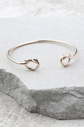 Do the Twist Rose Gold Bracelet 1
