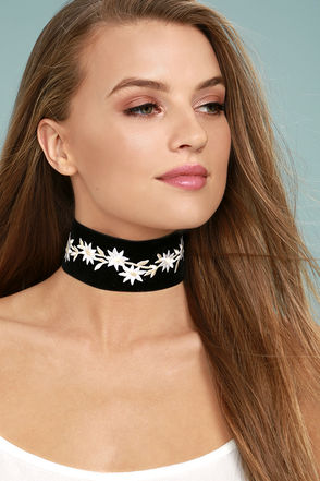 Vanessa Mooney Lizy Black Velvet Embroidered Choker Necklace 3