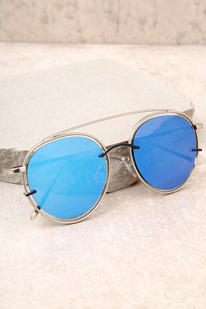 Such a Looker Silver and Blue Mirrored Sunglasses 2
