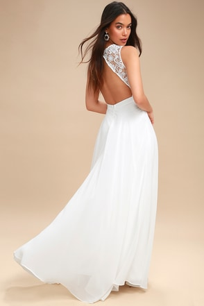 Fashion prom dresses with earings and high heels and neck less braclet walet