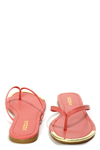 Soda Union Salmon Gold-Tipped Thong Sandals at Lulus.com!