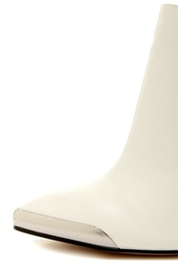 Chinese Laundry Autumn White Pointed Ankle Booties at Lulus.com!