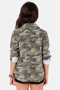 Billabong Special Forcezz Camo Print Button-Up Top at Lulus.com!