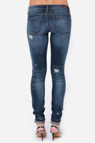 Blank NYC Skinny Classique Distressed Dark Wash Skinny Jeans at Lulus.com!
