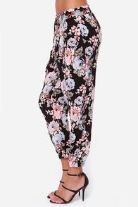 Volcom Noir Black Floral Print Harem Pants at Lulus.com!