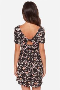 Billabong Glass Petals Black Floral Print Dress at Lulus.com!