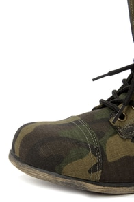 Bamboo Surprise 13 Camo Print Lace-Up Combat Boots at Lulus.com!