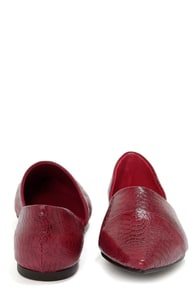 Chinese Laundry Easy Does It Crimson Red Alligator Pointed Flats at Lulus.com!
