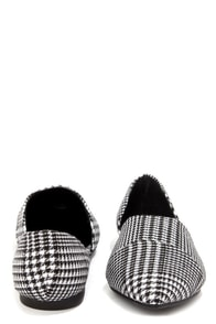 Chinese Laundry Easy Does It Plaid Black and White Pointed Flats at Lulus.com!
