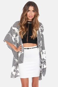 The Peacenik Black and Ivory Print Kimono Jacket