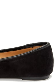 City Classified Maxim Black Suede Belted Pointed Flats at Lulus.com!