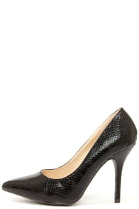 Wild Diva Lounge Lovisa 01 Black Snake Pointed Pumps at Lulus.com!