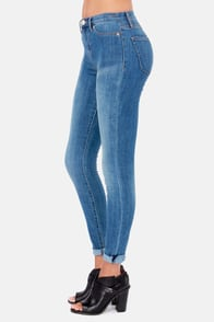 Dittos Kelly Sonic Wash Distressed High Rise Jeggings at Lulus.com!