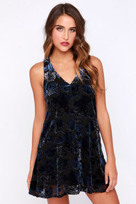 BB Dakota Landon Blue and Black Floral Shift Dress at Lulus.com!