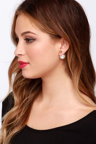 Got You Covered Peekaboo Pearl Earrings at Lulus.com!