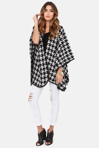 Mod Haute-er Black and Ivory Houndstooth Poncho at Lulus.com!