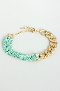 Well Chained Turquoise and Gold Chain Bracelet at Lulus.com!