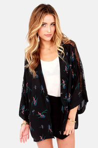 Tropical Me Maybe Black Floral Print Kimono Top at Lulus.com!