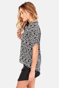Lucy Love Mystic Ivory and Black Print Top at Lulus.com!