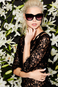 BB Dakota Cherlin Black Lace Top at Lulus.com!