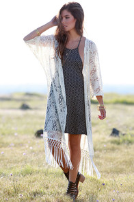 Fields of Flowers Cream Lace Kimono Top at Lulus.com!