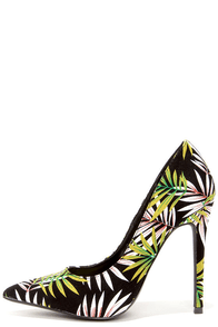 Frond Zone Green and Black Tropical Print Pumps at Lulus.com!
