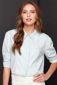 Mink Pink Cool Runnings Light Wash Button-Up Top at Lulus.com!